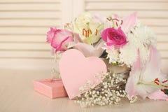 Κάρτα ημέρας λουλουδιών και βαλεντίνων Στοκ εικόνες με δικαίωμα ελεύθερης χρήσης
