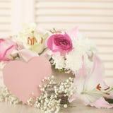 Κάρτα ημέρας λουλουδιών και βαλεντίνων Στοκ φωτογραφίες με δικαίωμα ελεύθερης χρήσης