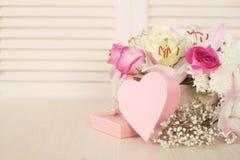Κάρτα ημέρας λουλουδιών και βαλεντίνων Στοκ εικόνα με δικαίωμα ελεύθερης χρήσης