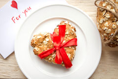 Κάρτα και μπισκότο ημέρας βαλεντίνου στοκ εικόνα