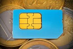 Κάρτα και νομίσματα Sim Στοκ φωτογραφία με δικαίωμα ελεύθερης χρήσης