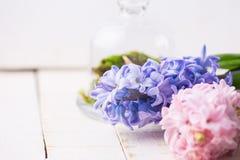 Κάρτα με τα κομψά λουλούδια Στοκ εικόνα με δικαίωμα ελεύθερης χρήσης