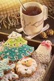 Κάρτα με τα μπισκότα Χριστουγέννων Στοκ Εικόνες