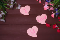 Κάρτα με την αγάπη μηνυμάτων εσείς στην επιστολή στο ξύλινο υπόβαθρο Στοκ Φωτογραφίες