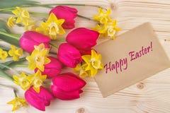 Κάρτα Πάσχας με τα εύθυμα λουλούδια ανοίξεων Στοκ εικόνα με δικαίωμα ελεύθερης χρήσης