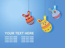 Κάρτα Πάσχας με το κείμενο τρία αυγά κουνελιών Πάσχας στην κλίση backg Στοκ εικόνα με δικαίωμα ελεύθερης χρήσης