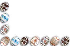 κάρτα Πάσχα ευτυχές Ζωηρόχρωμα λαμπρά αυγά Πάσχας στο απομονωμένο άσπρο υπόβαθρο Διάστημα αντιγράφων για το κείμενο Στοκ Φωτογραφίες