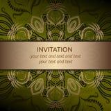 Κάρτα πρόσκλησης σε πράσινο με τη χρυσή κορδέλλα Στοκ φωτογραφία με δικαίωμα ελεύθερης χρήσης