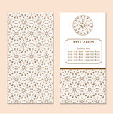 Κάρτα πρόσκλησης ή γάμου με damask το υπόβαθρο και το κομψό ΛΦ Στοκ φωτογραφίες με δικαίωμα ελεύθερης χρήσης