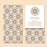 Κάρτα πρόσκλησης ή γάμου με damask το υπόβαθρο και το κομψό ΛΦ Στοκ Εικόνες