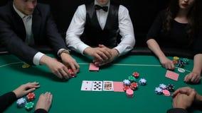 Κάρτα στοιχημάτισης φορέων πόκερ και ανοίγματος κρουπιερών, αριστοκρατική ψυχαγωγία φιλμ μικρού μήκους