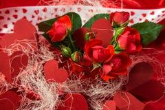 Κάρτα στους κόκκινους τόνους στην ημέρα του βαλεντίνου Αγίου Στοκ φωτογραφία με δικαίωμα ελεύθερης χρήσης