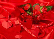 Κάρτα στους κόκκινους τόνους στην ημέρα του βαλεντίνου Αγίου Στοκ φωτογραφίες με δικαίωμα ελεύθερης χρήσης
