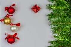Κάρτα χαιρετισμών Χριστουγέννων, άσπρο υπόβαθρο Στοκ Φωτογραφία