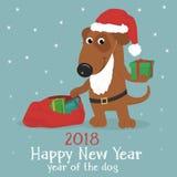 Κάρτα Χριστουγέννων με ένα χαριτωμένο σκυλί σε ένα καπέλο και τα δώρα Santa διανυσματική απεικόνιση