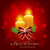 Κάρτα Χριστουγέννων με τα κεριά στο λαμπρό υπόβαθρο Στοκ Εικόνες