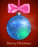 Κάρτα Χριστουγέννων με την μπλε στιλπνή σφαίρα Χριστουγέννων Στοκ Φωτογραφία