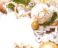 Κάρτα Χριστουγέννων με τις σφαίρες Χριστουγέννων στο αφηρημένο υπόβαθρο, εκλεκτική εστίαση Στοκ φωτογραφία με δικαίωμα ελεύθερης χρήσης