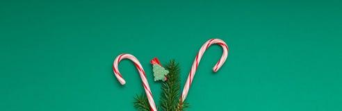 Κάρτα Χριστουγέννων με τους καλάμους καραμελών στοκ φωτογραφίες