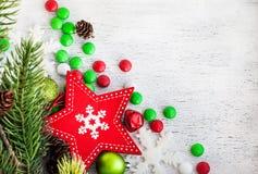 Κάρτα Χριστουγέννων με το κόκκινο αστέρι και candie Στοκ Φωτογραφίες