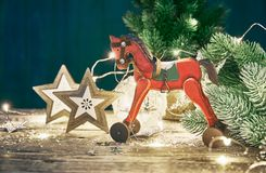 Κάρτα Χριστουγέννων με firtree τις σφαίρες Στοκ Φωτογραφίες