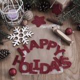 Κάρτα Χριστουγέννων, μολύβι και διακόσμηση Χριστουγέννων στο ξύλινο backgro Στοκ εικόνα με δικαίωμα ελεύθερης χρήσης