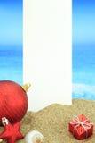 Κάρτα Χριστουγέννων στην παραλία στοκ φωτογραφία με δικαίωμα ελεύθερης χρήσης