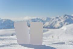 Κάρτες αμοιβών εισόδων χιονιού με το διάστημα αντιγράφων στοκ φωτογραφίες