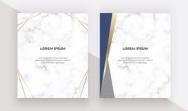 Κάρτες γεωμετρικού σχεδίου με τα μπλε και χρυσά τρίγωνα στη μαρμάρινη σύσταση Σύγχρονα πρότυπα για τη γαμήλια πρόσκληση, έμβλημα, απεικόνιση αποθεμάτων