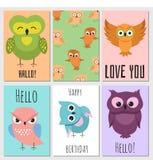 Κάρτες παιδιών με τη χαριτωμένη κουκουβάγια κινούμενων σχεδίων ελεύθερη απεικόνιση δικαιώματος