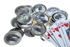 Κάρτες παιχνιδιού και ασημένια νομίσματα Στοκ Εικόνες