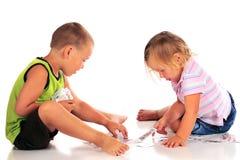 κάρτες που παίζουν τα preschoolers Στοκ εικόνα με δικαίωμα ελεύθερης χρήσης