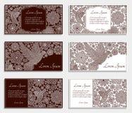 Κάρτες πρόσκλησης με τα δημιουργικά διακοσμητικά πουλιά και τα λουλούδια Καφετιά και άσπρα χρώματα Στοκ φωτογραφία με δικαίωμα ελεύθερης χρήσης