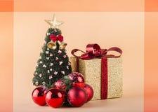 Κάρτες Χριστουγέννων με το διάστημα για το κείμενό σας διακοσμήσεις Χριστουγέννων κλάδων κιβωτίων σφαιρών handbell Στοκ εικόνα με δικαίωμα ελεύθερης χρήσης
