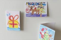 Κάρτες Χριστουγέννων που κρεμούν στον τοίχο Στοκ Εικόνες