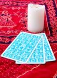 Κάρτες Tarot και καίγοντας κερί Στοκ Εικόνες