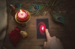 Κάρτες Tarot στον πίνακα στοκ φωτογραφίες με δικαίωμα ελεύθερης χρήσης