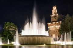 Κάστρο και πηγή Sforza στο Μιλάνο, Ιταλία Στοκ Φωτογραφία