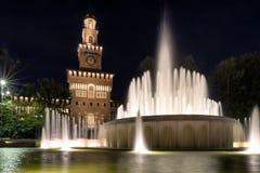 Κάστρο και πηγή Sforza στο Μιλάνο, Ιταλία Στοκ Εικόνες