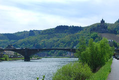 Κάστρο και ποταμός Μοζέλλας Cochem στη Γερμανία Στοκ φωτογραφία με δικαίωμα ελεύθερης χρήσης