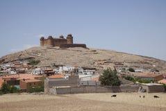 Κάστρο και χωριό Λα Calahorra Στοκ Εικόνες