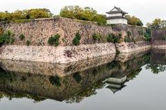 Κάστρο Σαμουράι τοίχων στην Οζάκα στοκ εικόνες