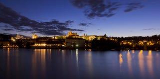 Κάστρο της Πράγας αμέσως μετά από το ηλιοβασίλεμα Στοκ φωτογραφία με δικαίωμα ελεύθερης χρήσης