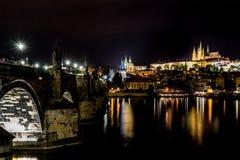 Κάστρο της Πράγας, γέφυρα του Charles Στοκ Φωτογραφίες