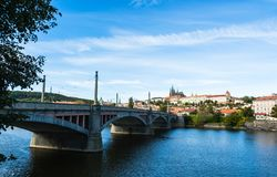 Κάστρο της Πράγας και γέφυρα Μάιν Στοκ Φωτογραφία