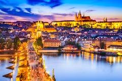 Κάστρο της Πράγας και γέφυρα του Charles, Τσεχία στοκ φωτογραφίες