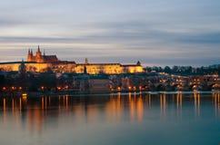 Κάστρο της Πράγας, Vltava ποταμός dusk, Βοημία Στοκ φωτογραφίες με δικαίωμα ελεύθερης χρήσης