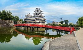 Κάστρο του Ματσουμότο, Ματσουμότο, Ιαπωνία - πανοραμική άποψη Στοκ εικόνα με δικαίωμα ελεύθερης χρήσης