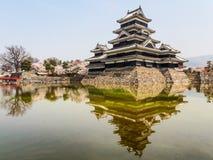 Κάστρο του Ματσουμότο με το μπλε ουρανό, Ματσουμότο, Ιαπωνία 2 Στοκ εικόνες με δικαίωμα ελεύθερης χρήσης