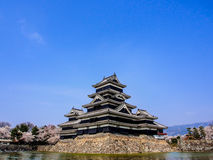 Κάστρο του Ματσουμότο με το μπλε ουρανό, Ματσουμότο, Ιαπωνία 5 Στοκ φωτογραφία με δικαίωμα ελεύθερης χρήσης